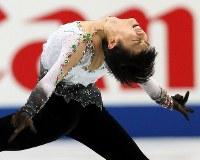 全日本選手権で連覇を果たした羽生結弦の男子フリーの演技=さいたまスーパーアリーナで2013年12月22日、貝塚太一撮影