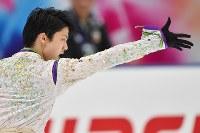 NHK杯の男子フリーで演技する羽生結弦=長野市のビッグハットで2015年11月28日、宮間俊樹撮影