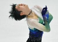 NHK杯・男子フリーで演技する羽生結弦=札幌市の真駒内セキスイハイムアイスアリーナで2016年11月26日、手塚耕一郎撮影