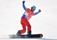 【平昌五輪】スノーボード男子クロスで優勝を決めて喜ぶピエール・ボルティエ=フェニックス・スノーパークで2018年2月15日、宮間俊樹撮影
