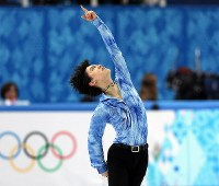 Yuzuru Hanyu poses during a performance that earned him both a record-breaking score in the men's short program and the lead at the Sochi Winter Olympics, in Sochi, Russia, on Feb. 13, 2014. (Mainichi)