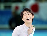 Yuzuru Hanyu smiles after winning the men's singles skating competition at the Sochi Winter Olympics, in Sochi, Russia on Feb. 14, 2014. (Mainichi)
