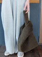 今季人気を集めたファーのショッパーバッグ=日本ファッション協会提供