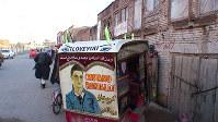リキシャと呼ばれるオート三輪=アフガニスタン西部のヘラートの商店街で、西谷文和さん撮影