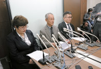 債権者による破産開始申し立てを行い、記者会見するジャパンライフ被害弁護団=東京都内で2018年2月10日、曹美河撮影