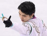 男子フリーで演技する五輪連覇を果たした羽生結弦=江陵アイスアリーナで2018年2月17日、宮間俊樹撮影
