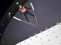 【平昌五輪】スキージャンプ男子ラージヒル、小林陵侑の1回目の飛躍=アルペンシア・ジャンプセンターで2018年2月17日、山崎一輝撮影
