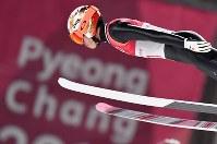 【平昌五輪】スキージャンプ男子ラージヒル、竹内択の1回目の飛躍=アルペンシア・ジャンプセンターで2018年2月17日、宮間俊樹撮影