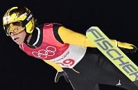 【平昌五輪】スキージャンプ男子ラージヒル、葛西紀明の1回目の飛躍=アルペンシア・ジャンプセンターで2018年2月17日、宮間俊樹撮影