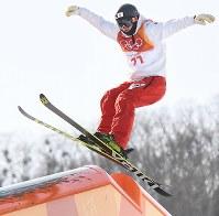 【平昌五輪】フリースタイルスキー・スロープスタイル男子予選1回目で滑走する山本泰成=フェニックス・スノーパークで2018年2月18日、山崎一輝撮影