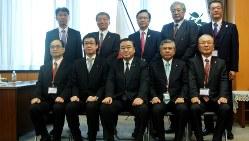 内閣府から表彰を受ける各金融機関の代表者