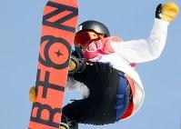 【平昌五輪】スノーボード女子ビッグエア予選2回目で技を決める藤森由香=アルペンシア・ジャンプセンター2018年2月19日、山崎一輝撮影