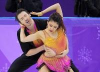 【平昌五輪】アイスダンスのSDで演技する村元哉中、クリス・リード組=江陵アイスアリーナで2018年2月19日、手塚耕一郎撮影