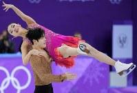 【平昌五輪】アイスダンスのSDで演技するマイア・シブタニ、アレックス・シブタニ組=江陵アイスアリーナで2018年2月19日、手塚耕一郎撮影