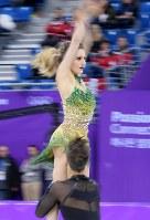 【平昌五輪】アイスダンスのSDを終え、2位につけたガブリエラ・パパダキス、ギヨーム・シゼロン組の演技=江陵アイスアリーナで2018年2月19日、手塚耕一郎撮影