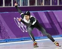 男子500メートルで滑走する長谷川翼=江陵オーバルで2018年2月19日、佐々木順一撮影