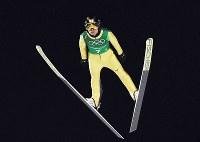 【平昌五輪】スキージャンプ男子団体で1回目の飛躍をする伊東大貴=アルペンシア・ジャンプセンターで2018年2月19日、山崎一輝撮影