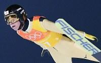 【平昌五輪】スキージャンプ男子団体で1回目の飛躍をする葛西紀明=アルペンシア・ジャンプセンターで2018年2月19日、宮間俊樹撮影