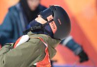 【平昌五輪】フリースタイルスキー女子ハーフパイプ決勝3回目を終えて天を仰ぐ小野塚彩那=フェニックス・スノーパークで2018年2月20日、宮間俊樹撮影