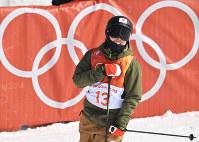 【平昌五輪】フリースタイルスキー女子ハーフパイプ決勝3回目の演技を終えて、胸をなでる小野塚彩那=フェニックス・スノーパークで2018年2月20日、山崎一輝撮影