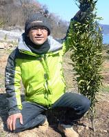 脱サラでミカン農場を開墾した藤原仁智さん=広島県福山市で、真下信幸撮影