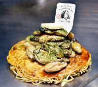 「広島赤焼き えん 駅西本店」の「マシマシ牡蠣」。この日、乗った牡蠣は20粒=広島市南区大須賀町の同店で、小山美砂撮影