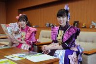 滋賀県東近江市役所を訪れた佐々木さん(左)と高城さん=2018年2月20日午前10時57分、金子裕次郎撮影