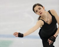 女子SPを前に練習で動きを確認するメドベージェワ=江陵アイスアリーナで2018年2月21日、佐々木順一撮影