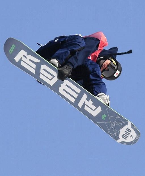 【平昌五輪】スノーボード男子ビッグエア予選2回目、大久保勇利のエア=アルペンシア・ジャンプセンターで2018年2月21日、山崎一輝撮影