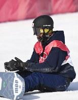 【平昌五輪】スノーボード男子ビッグエア予選2回目で着地に失敗し、手を叩く大久保勇利=アルペンシア・ジャンプセンターで2018年2月21日、山崎一輝撮影