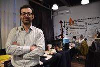 「コソボ版グーグル」を運営するカハニさん=プリシュティナで2018年2月13日、三木幸治撮影
