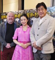 記者会見に出席した(右から)佐渡裕、小林沙羅、装置・衣装担当のフリードリヒ・デパルム=田中博子撮影