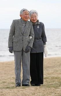 Emperor Akihito, left, and Empress Michiko are seen in Hayama, Kanagawa Prefecture, on Feb. 19, 2018. (Mainichi)
