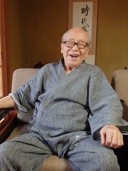 Tota Kaneko speaks about the past in an interview with the Mainichi Shimbun at his home in Kumagaya, Saitama Prefecture, on Aug. 9, 2017. (Mainichi)