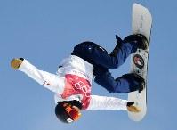 スノーボード女子ビッグエア決勝2回目、藤森由香のエア=アルペンシア・ジャンプセンターでターで2018年2月22日、山崎一輝撮影