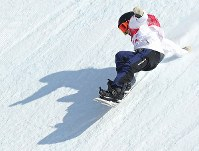 スノーボード女子ビッグエア決勝2回目で着地する岩渕麗楽=アルペンシア・ジャンプセンターで2018年2月22日、佐々木順一撮影