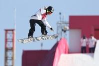 スノーボード女子ビッグエア決勝1回目で技を決める岩渕麗楽=アルペンシア・ジャンプセンターで2018年2月22日、佐々木順一撮影