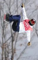 スノーボード女子ビッグエア決勝2回目で技を決める藤森由香=アルペンシア・ジャンプセンターで2018年2月22日、佐々木順一撮影