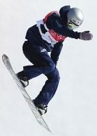 スノーボード女子ビッグエア決勝1回目で技を決める鬼塚雅=アルペンシア・ジャンプセンターで2018年2月22日、佐々木順一撮影