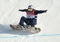 スノーボード女子ビッグエア決勝2回目で着地に失敗する鬼塚雅=アルペンシア・ジャンプセンターで2018年2月22日、山崎一輝撮影
