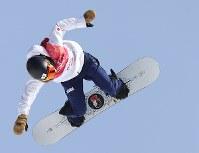 スノーボード女子ビッグエア決勝3回目で技を決める藤森由香=アルペンシア・ジャンプセンターで2018年2月22日、佐々木順一撮影