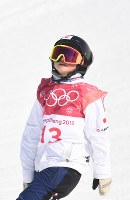 スノーボード女子ビッグエア決勝3回目の着地に失敗し、天を仰ぐ岩渕麗楽=アルペンシア・ジャンプセンターで2018年2月22日、山崎一輝撮影