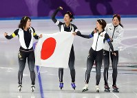 From left, speed skaters Ayano Sato, Miho Takagi, Nana Takagi and Ayaka Kikuchi celebrate Japan's gold medal win at the Gangneung Oval at the 2018 Winter Olympics in Gangneung, South Korea, on Feb. 21, 2018. (Mainichi)