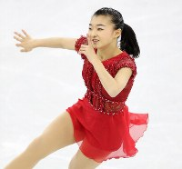 Figure skater Kaori Sakamoto performs during the women's free skate at the Pyeongchang Winter Olympics, at the Gangneung Ice Arena in Gangneung, South Korea, on Feb. 23, 2018. (Mainichi)