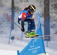 【平昌五輪】女子スキークロス1回戦、滑走する梅原玲奈=フェニックス・スノーパークで2018年2月23日、山崎一輝撮影