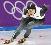 男子1000メートルで滑走する長谷川翼=江陵オーバルで2018年2月23日、佐々木順一撮影