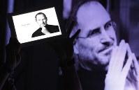 2月22日、米アップル創業者の故スティーブ・ジョブズ氏(写真)が、40年以上前に作成した求職申込書が、来月オークションにかけられる。マニラで2011年10月撮影(2018年 ロイター/Romeo Ranoco)