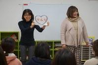 SAP子どもサポートセンターが提供したCAPの教職員向けワークショップ。子どもに実施する前に、まず大人の理解を深める=大阪府四條畷市内で2017年12月7日、反橋希美撮影