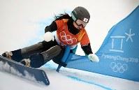【平昌五輪】スノーボード女子パラレル大回転予選2回目を滑る竹内智香=フェニックス・スノーパークで2018年2月24日、山崎一輝撮影