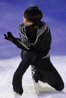 エキシビションの前日練習で演技を確認する羽生結弦=江陵アイスアリーナで2018年2月24日、佐々木順一撮影